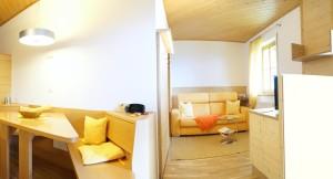 Wohnzimmer Sonnengelbes Appartement | soggiorno appartamento Giallo Sole | living room apartment Yellow Sun